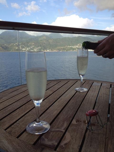 cruise champagne